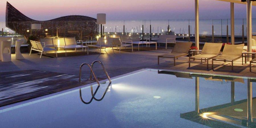 Terrazas con piscina en Barcelona para sumergerte desde las alturas
