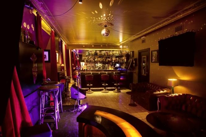 bares de copas en barcelona muis