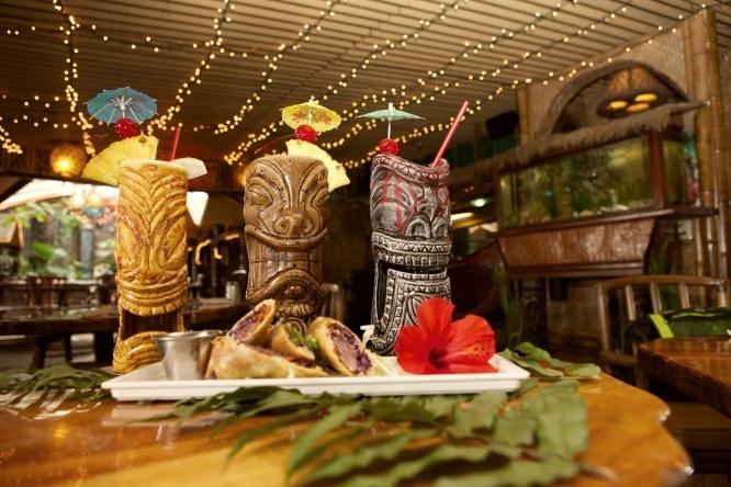 bares de copas en barcelona hawaiano