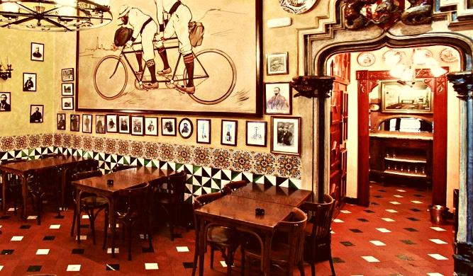 Hasta dos siglos pegados a la barra: los 6 bares más antiguos de Barcelona