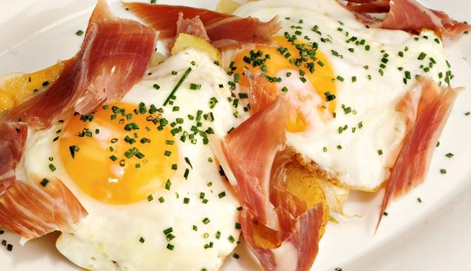 Con estrella y estrellados: los mejores huevos fritos de Barcelona