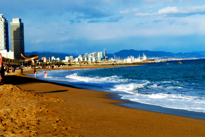 Cuando llega el calor…comienza la temporada de playas en Barcelona