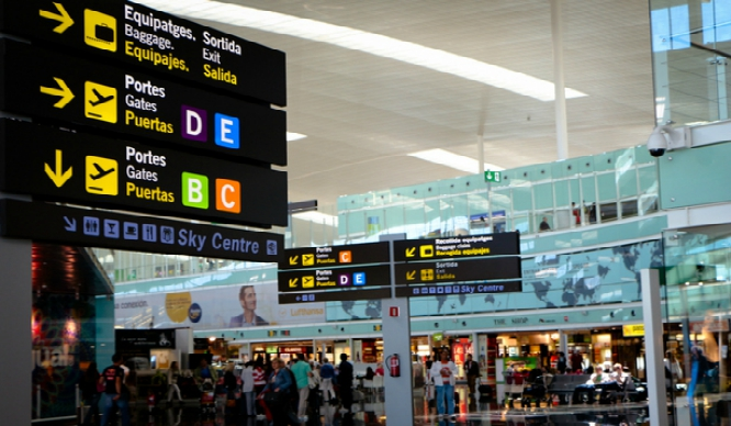 Multado con 601 euros por hablarle en catalán a un policía en El Prat