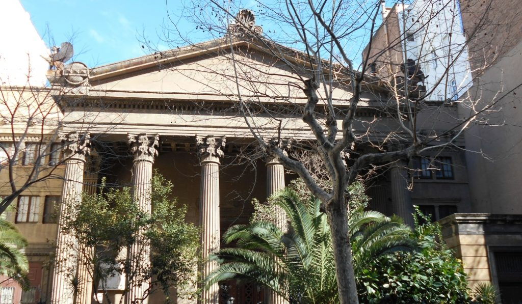 Un templo romano perdido en medio de l'Eixample