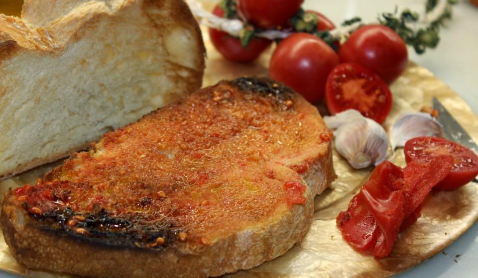 7 aberraciones contra el pa amb tomàquet que te harán llorar