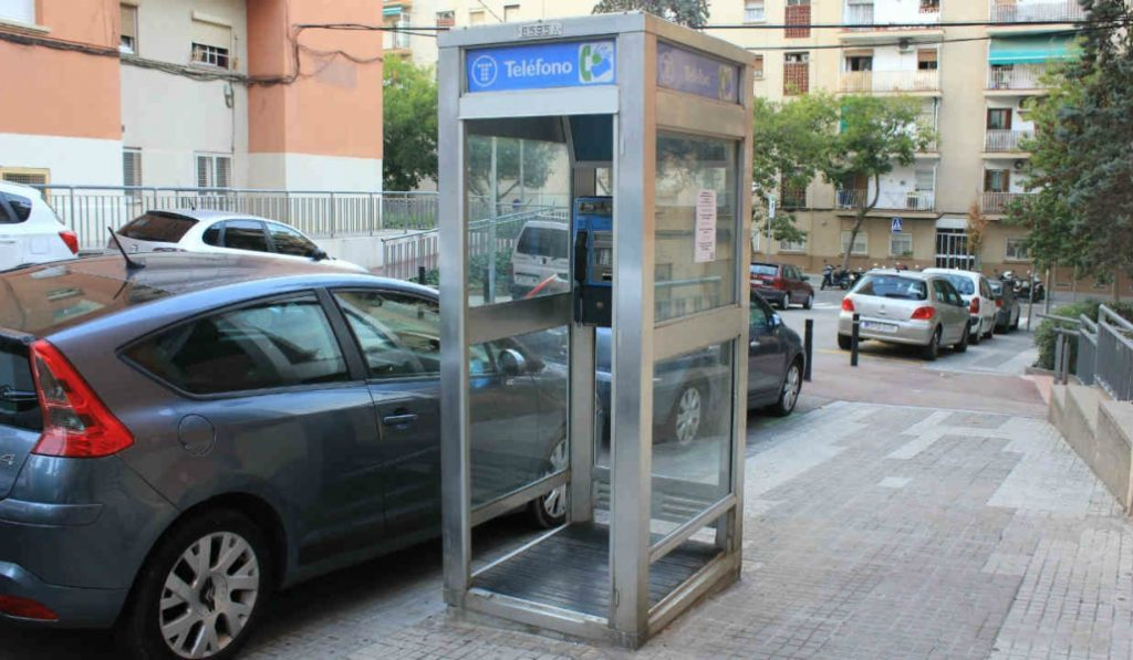 La última cabina telefónica de Barcelona tendrá un curioso final