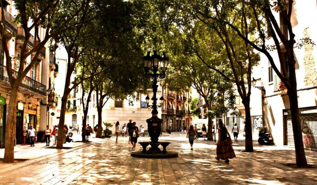 Pequeñas plazas barcelonesas con un encanto especial
