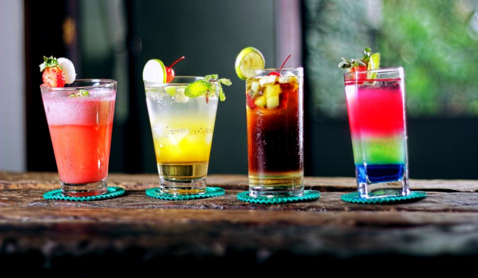 10 coctelerías de Barcelona en las que tomar un cóctel sin arruinarte