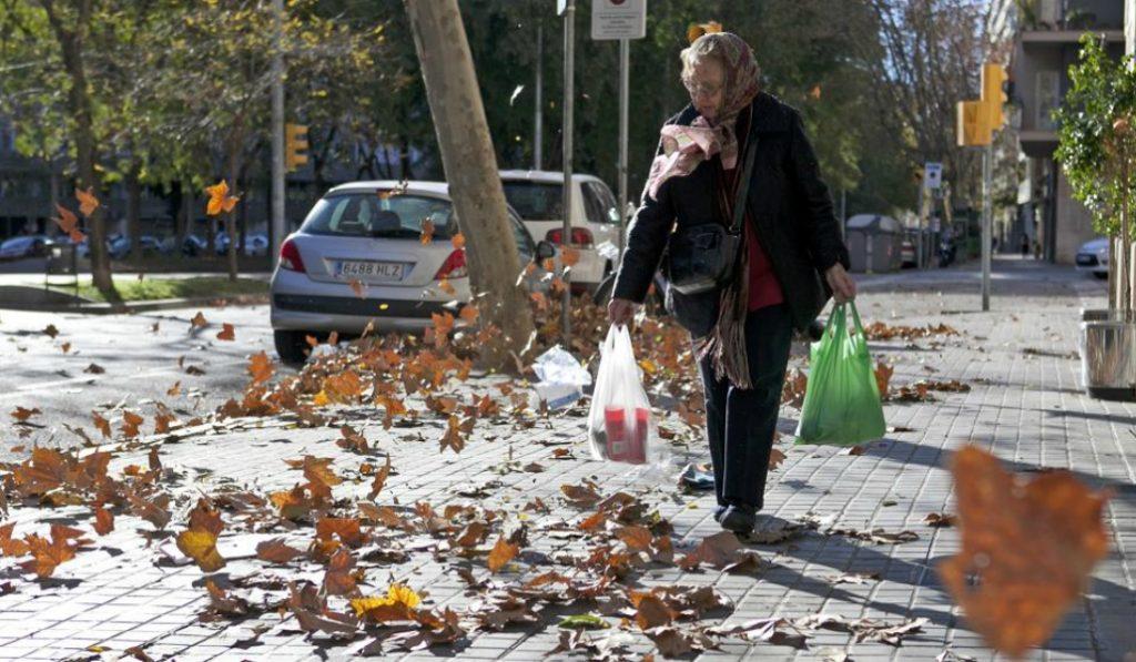 Barcelona en alerta por los peores vientos en casi una década