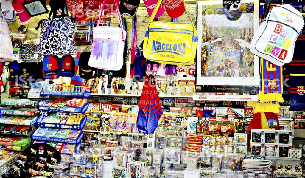La apertura de tiendas de 'souvenirs' estará limitada en Barcelona