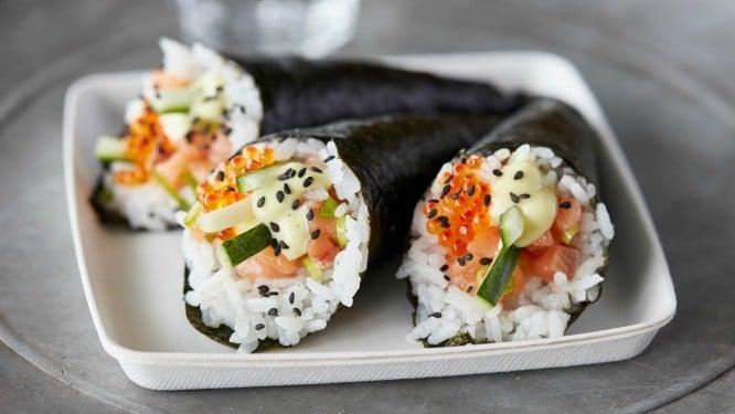salmon-temaki-cone-50270397