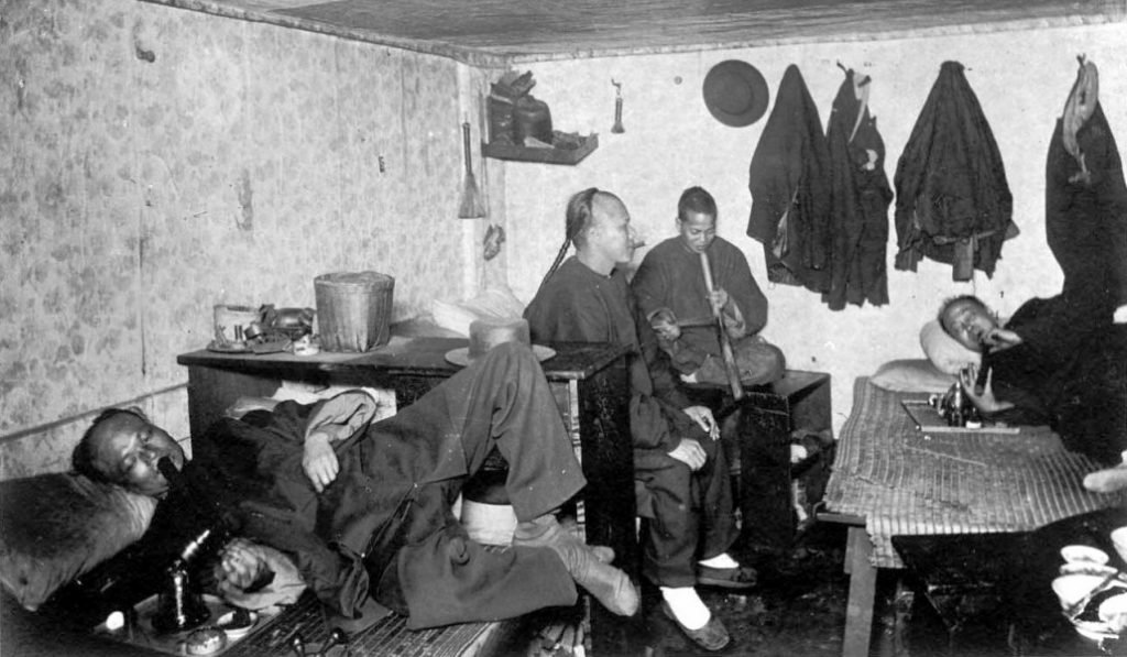 Así eran los fumaderos de opio en Barcelona