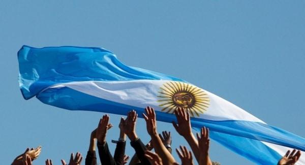 bandera-argentina-flameo-D_NQ_NP_783956-MLA26680369728_012018-F