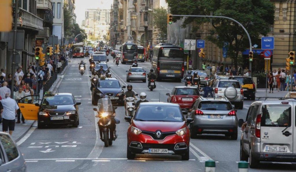 Se quiere limitar la presencia de vehículos privados en Ciutat Vella