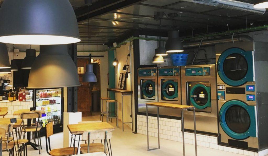 El concepto de bar lavandería existe, pero sólo en Barcelona
