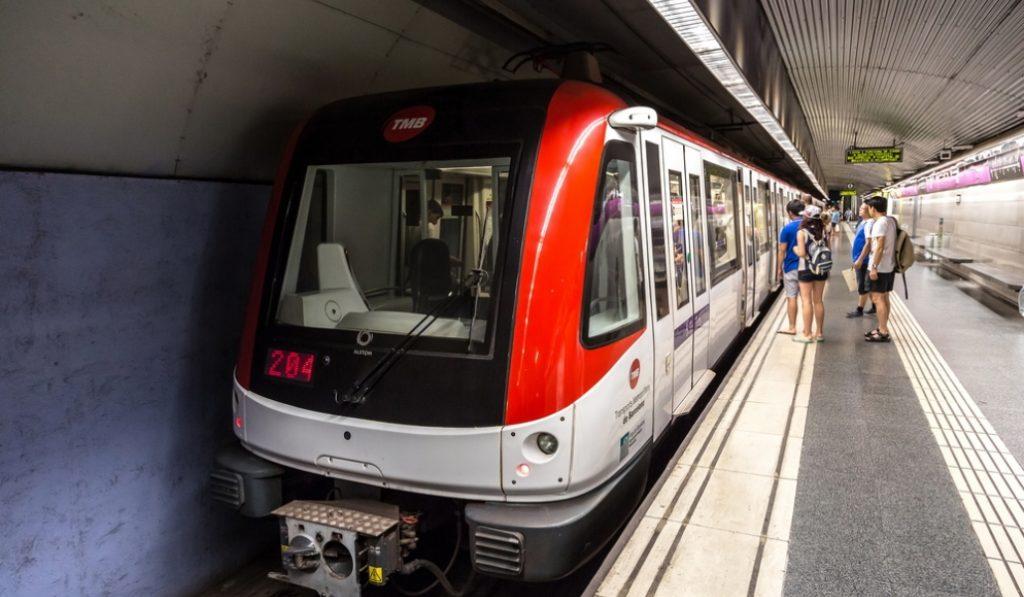 ¿Sabes cuál es la línea de metro más rápida de Barcelona?