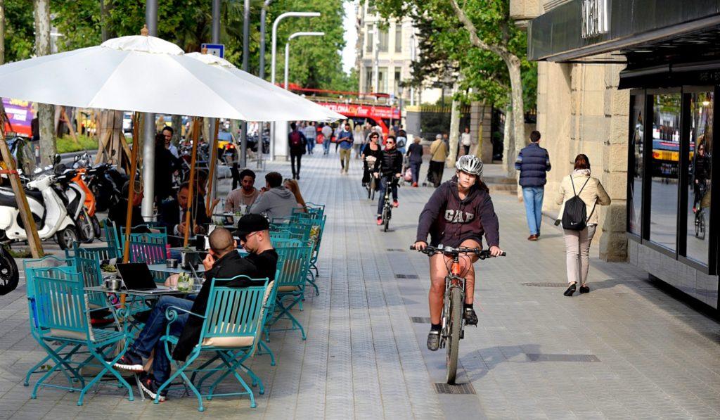 Los ciclistas de Barcelona no podrán circular por la acera