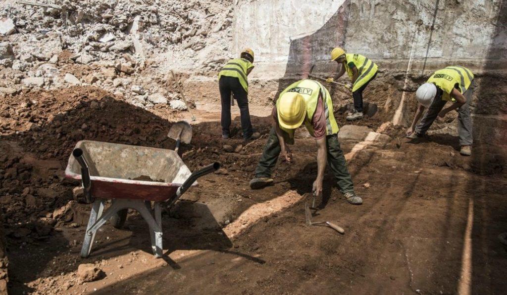Descubren un cementerio medieval en el Paseo Lluis Companys