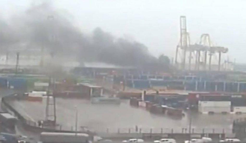 Tremendo incendio en el Puerto de Barcelona