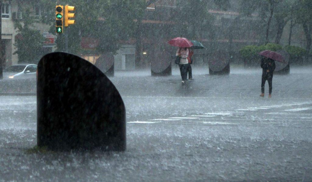 Las agitadas consecuencias del paso del huracán Leslie por Barcelona