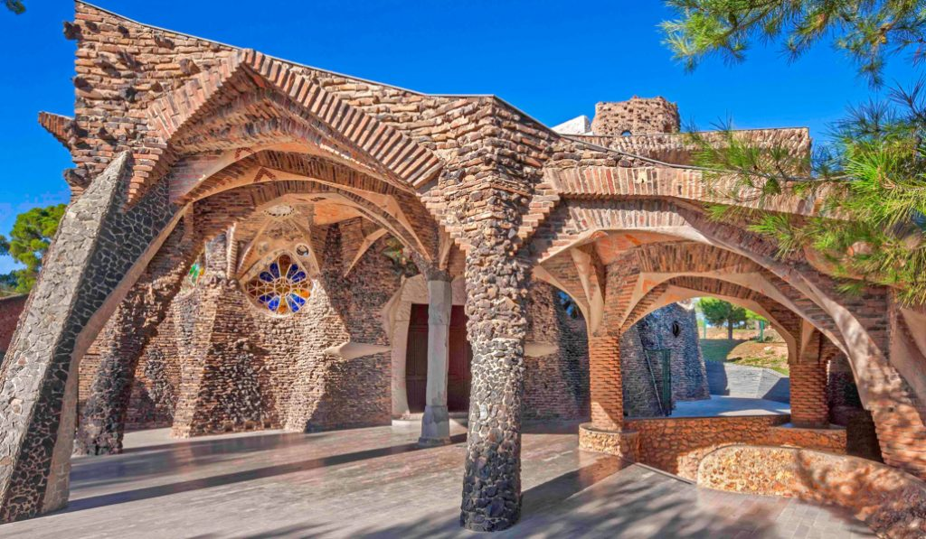 """La Cripta de la Colonia Güell es """"el mejor Patrimonio Cultural de Europa"""""""