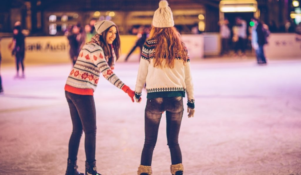 Abre en Barcelona una nueva pista de patinaje sobre hielo