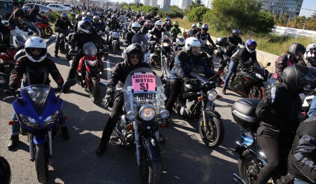Miles de motos se reúnen para protestar contra el Ayuntamiento