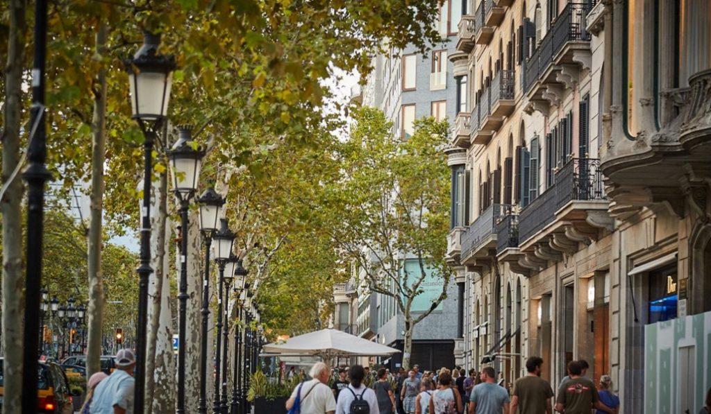 La loseta Gaudí: una de las obras del genio barcelonés que pisas a diario