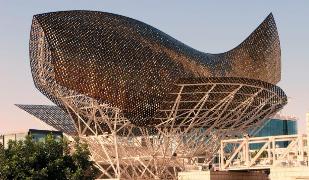 ¿Por qué hay un pez de oro gigante en la Villa Olímpica?
