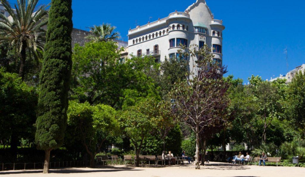 Jardines del Palau Robert, la calma en pleno centro de Barcelona
