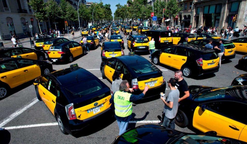 El Ayuntamiento de Barcelona quiere crear una App pública para pedir taxis