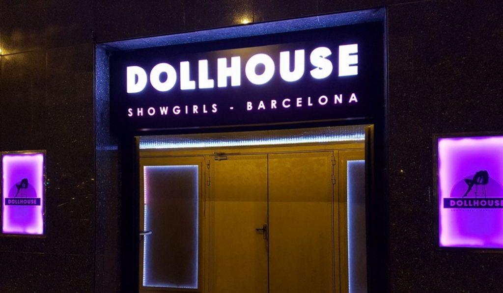Abre en La Rambla uno de los clubs de striptease más grandes de España