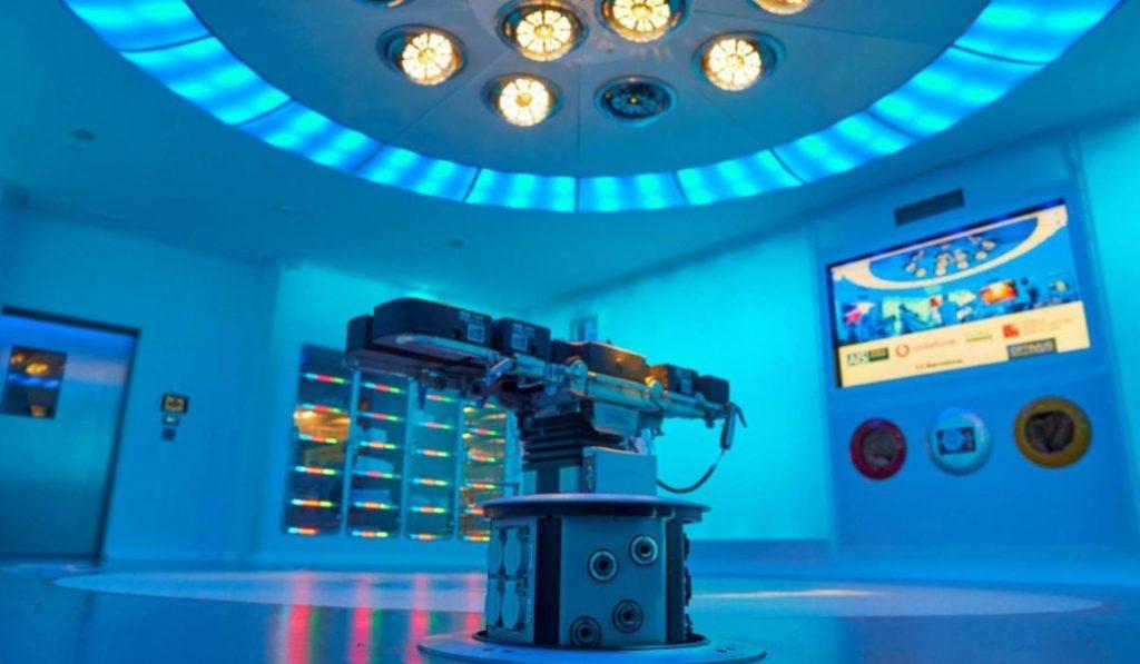 El Hospital Clínic tiene un quirófano en el que operar a distancia