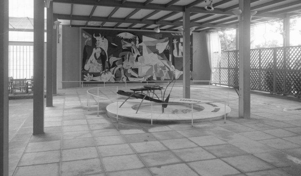 La Fuente de Calder: la escultura que compartió espacio con el Guernica