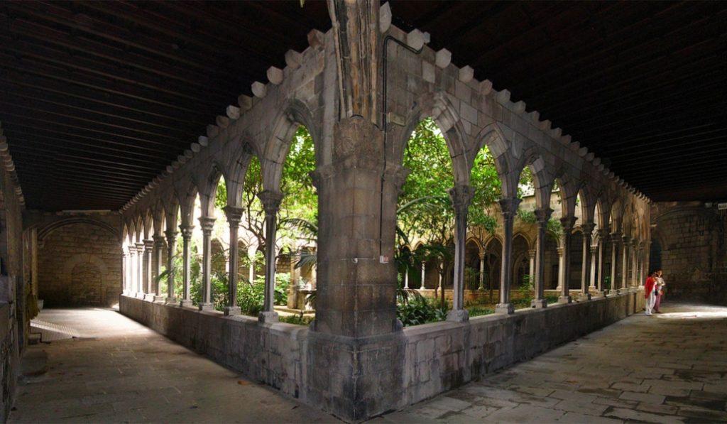 4 claustros que descubrir en Ciutat Vella