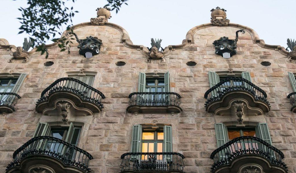 Casa Calvet, la primera obra de Gaudí en l'Eixample
