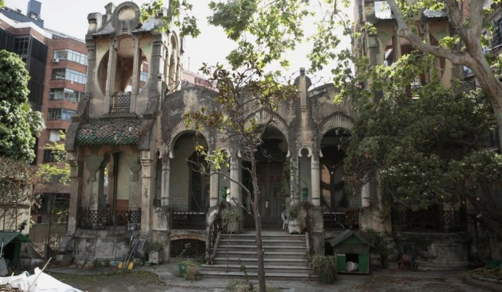 Una casa modernista y centenaria sale a la venta en Wallapop