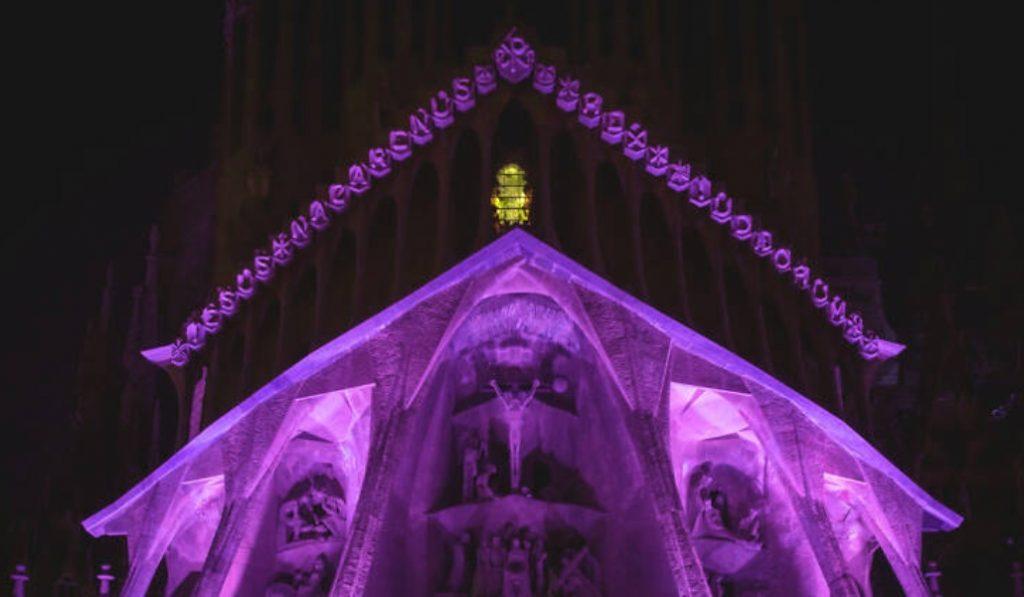 La Sagrada Familia ofrece (GRATIS) un espectáculo lumínico