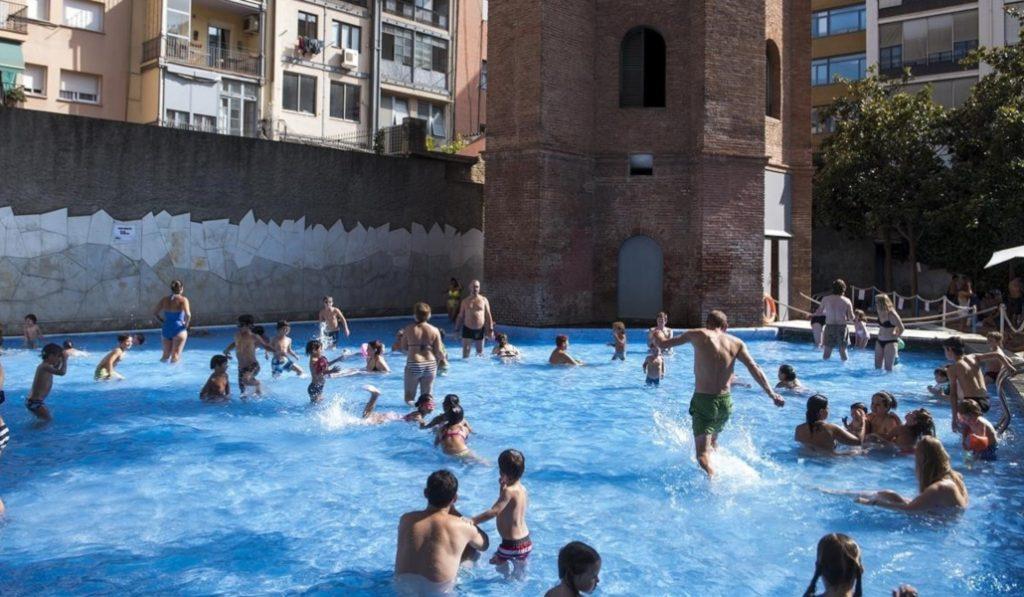 Barcelona cierra la 'Playa de l'Eixample'