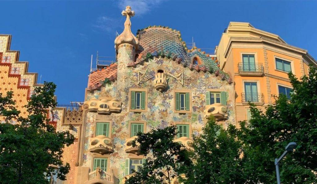 La Casa Batlló vuelve a lucir como en 1906: restaurada y sin andamio