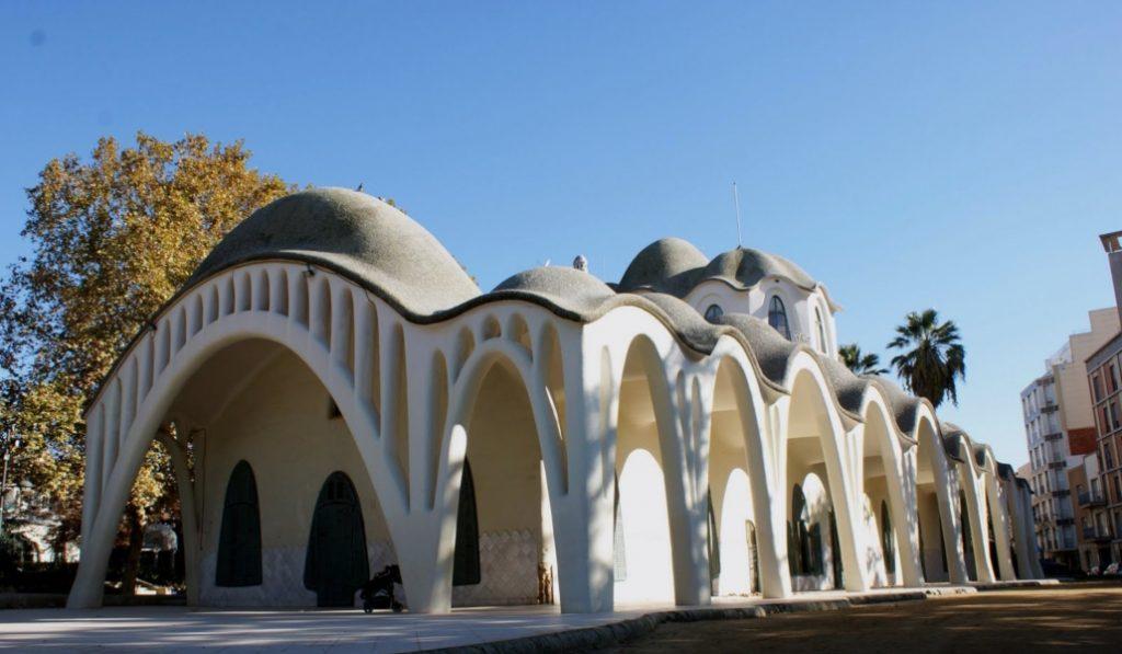 Esta joya del modernismo es una masía y está muy cerca de Barcelona