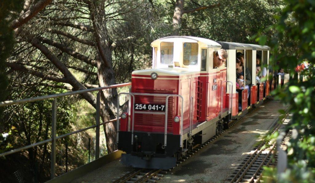En Barcelona todavía queda un tren de vapor… y es en miniatura