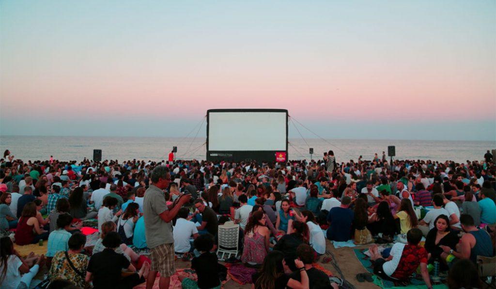 Comienza el cine de verano en la playas catalanas