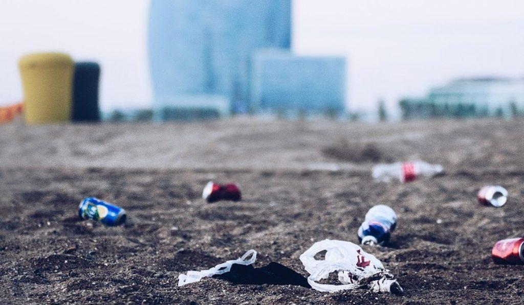 La costa de BCN es la segunda del Mediterráneo con más vertidos de plástico