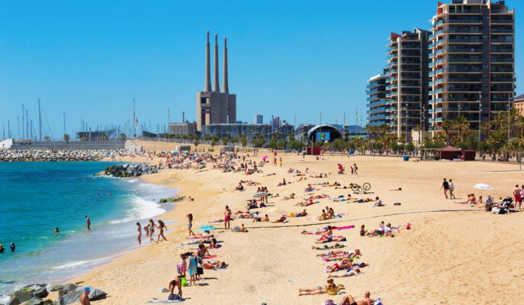 En 20 años Badalona ha perdido entre 30 y 50 metros de playa