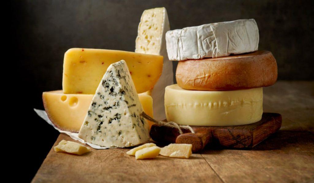 Comer queso a diario alarga la vida, según un estudio