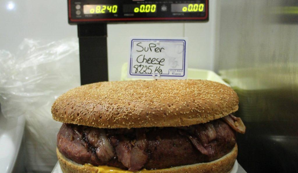 La Kaña: aquí se come la hamburguesa más grande de Cataluña