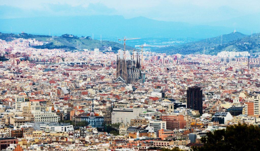 La novela que querrás leer este verano en la playa se ambienta en Barcelona