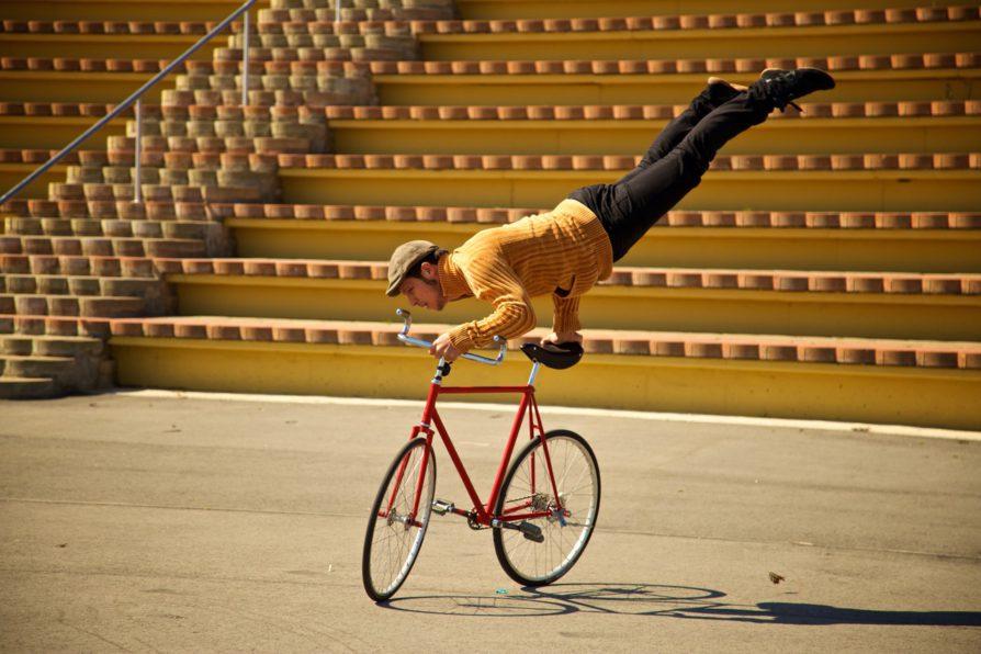 Así es el espectáculo acrobático sobre ruedas que llega a Barcelona