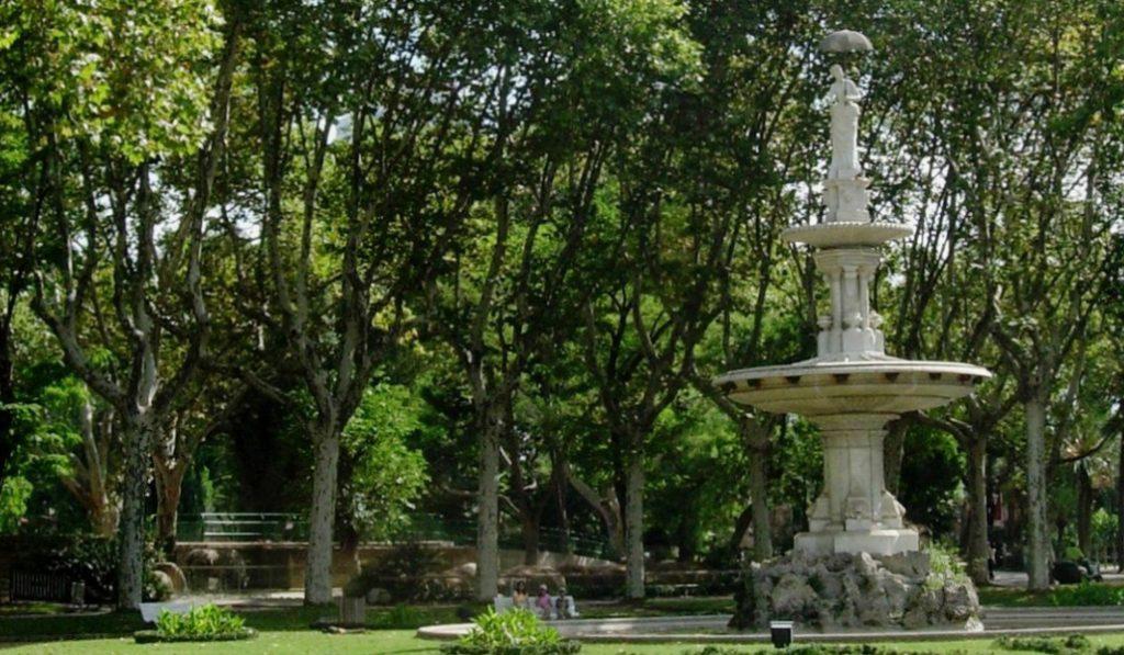 La dama del paraguas, un símbolo de Barcelona escondido en el Zoo